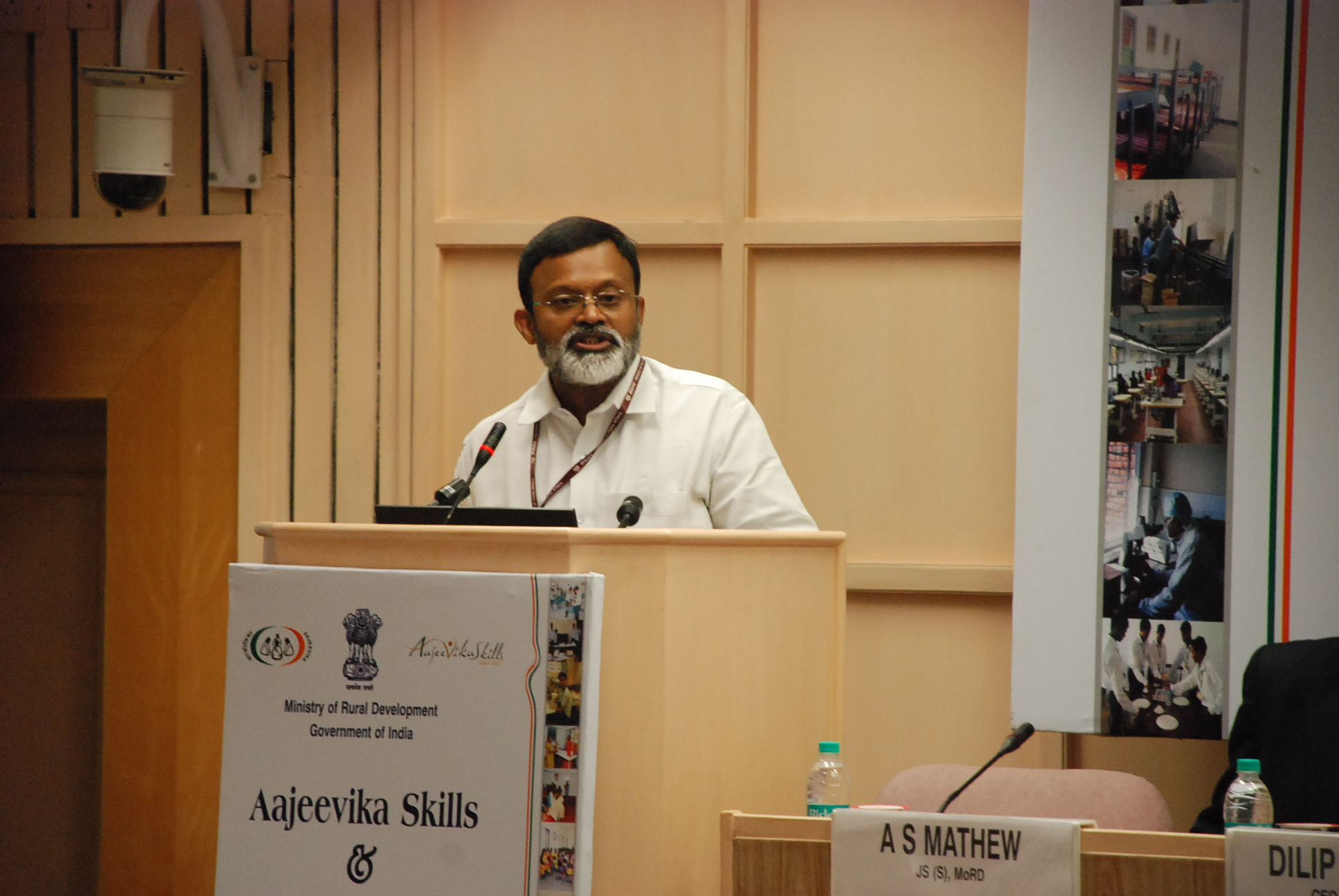 Dr. Santhosh Mathew, JS, (Skills) addressing the gathering